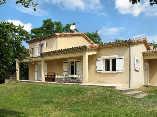 Ferienhaus Chirols 100S : Guest accommodation near Mayres