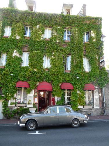Hotel Henri IV : Hotel near Drosay