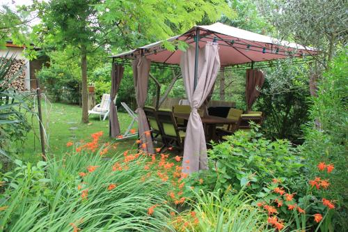 Le Chatelet Puivert : Guest accommodation near Saint-Jean-de-Paracol