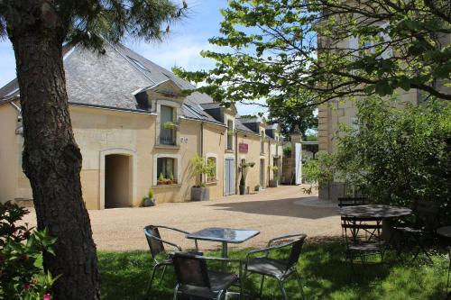 Logis Hôtel Le Chai De La Paleine : Hotel near Saint-Martin-de-Sanzay