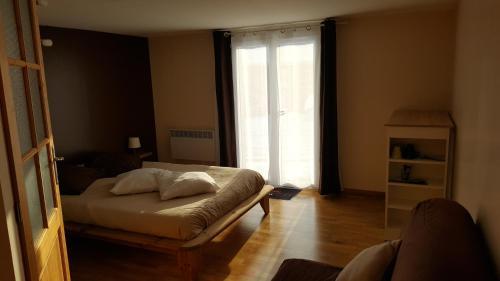 Chambre d hôtes du lac : Bed and Breakfast near Léaz