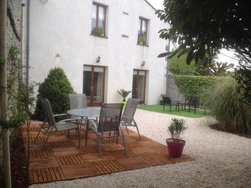 Maison charentaise renovée : Guest accommodation near Beauvais-sur-Matha