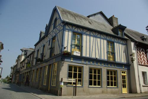 Logis Auberge Du Cheval Blanc : Hotel near Nouvoitou