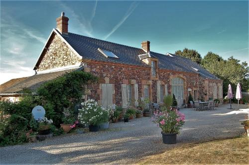 Amaryllis : Bed and Breakfast near Thevet-Saint-Julien