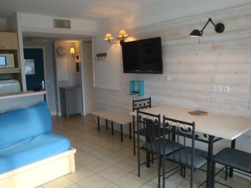 Appartement Résidence Héliotel : Apartment near Saint-Laurent-du-Var