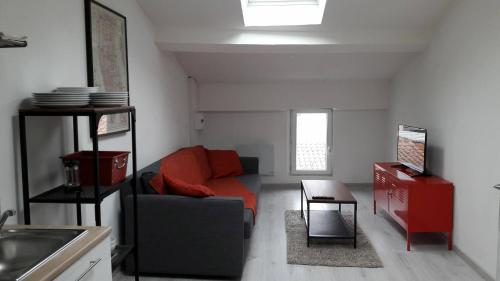 Appartement Loft Hypercentre Revel : Apartment near Lescout