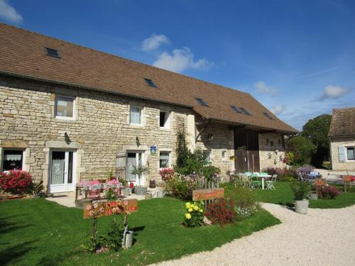 Les Arondelles : Bed and Breakfast near Pontoux