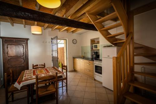 Les Fenals : Guest accommodation near Caves