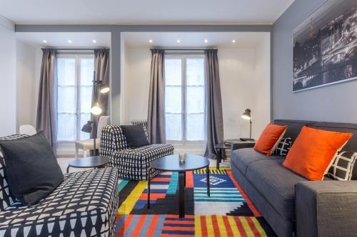 Grand Appartement proche Tour Eiffel : Apartment near Paris 16e Arrondissement