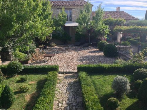 PROVENCEguesthouse L'Agace : Guest accommodation near Fontienne