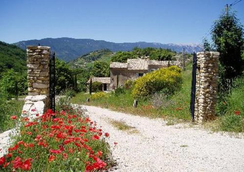 La Maison de Marguerite : Bed and Breakfast near Les Omergues