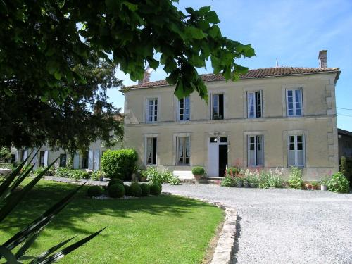 Les 2 Madeleine : Bed and Breakfast near Blanzay-sur-Boutonne