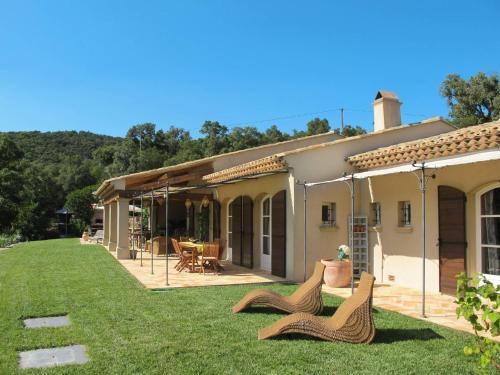 Ferienhaus mit Pool La Mole 120S : Guest accommodation near La Môle