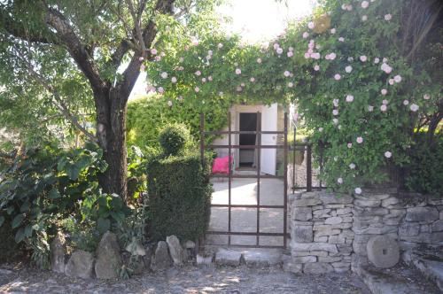 PROVENCEguesthouse L'Agaçon : Guest accommodation near Forcalquier