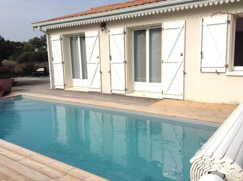 Holiday home Rue des Embruns : Guest accommodation near Vendays-Montalivet