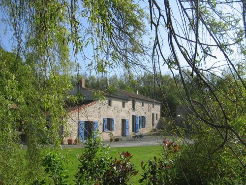 La petite Vallee : Bed and Breakfast near Combrand
