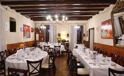 Hostellerie Le Petit Bonneval : Hotel near Les Martres-de-Veyre
