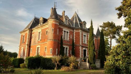 Chateau de beauregard : Guest accommodation near Laluque