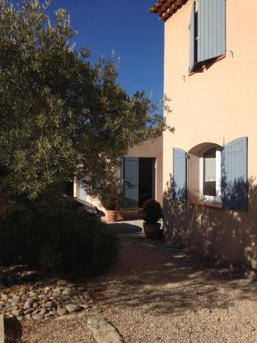 Villa Louanne : Bed and Breakfast near La Bastidonne