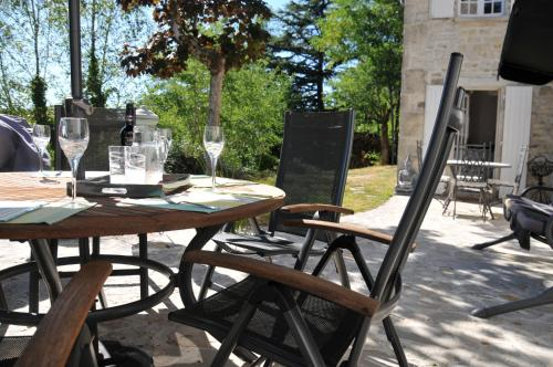 Vues de la vallée : Bed and Breakfast near Champagne-Mouton