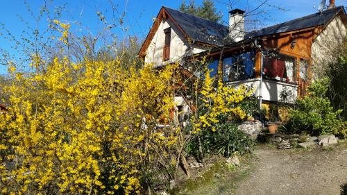 le casino : Bed and Breakfast near Estaing