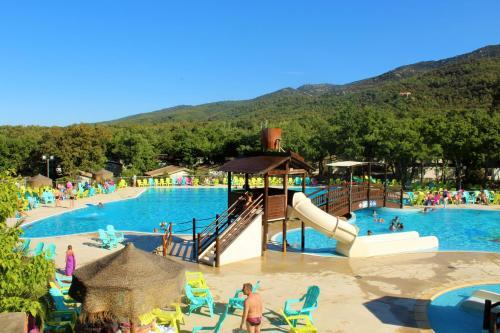 Camping Sunissim Le Bois Fleuri By Locatour : Guest accommodation near Villelongue-dels-Monts