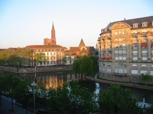 Bel appartement avec vue sur quais : Apartment near Strasbourg
