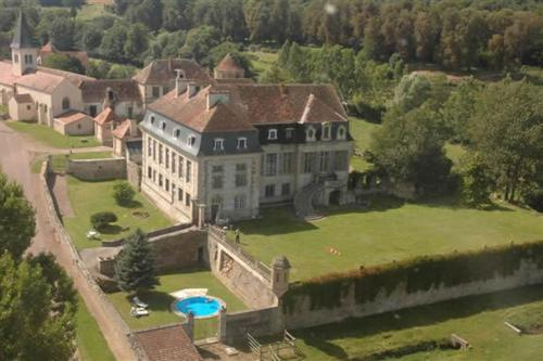 Château de Flée : Bed and Breakfast near Fain-lès-Moutiers
