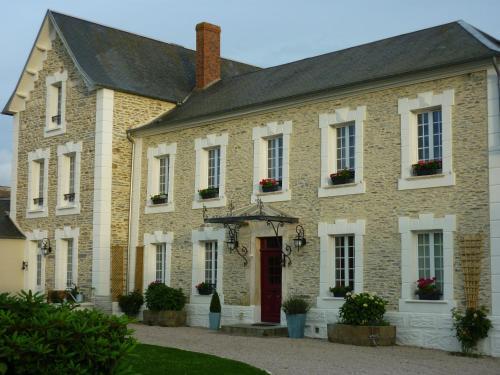 Chambres d'Hôtes Les Champs Français : Bed and Breakfast near Saint-Pierre-de-Semilly