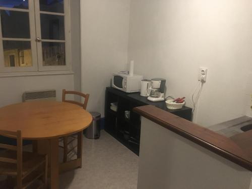 Appartement à coté de l'hôpital et du centre ville : Apartment near Désertines