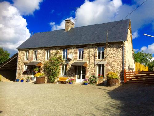 Gites Du Pont Normandy : Guest accommodation near Grimesnil