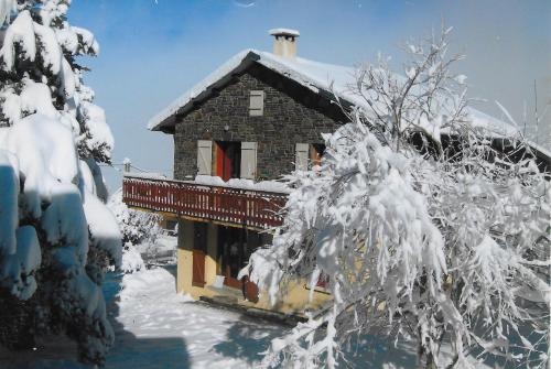 Chalet La Campagnette : Guest accommodation near La Cabanasse