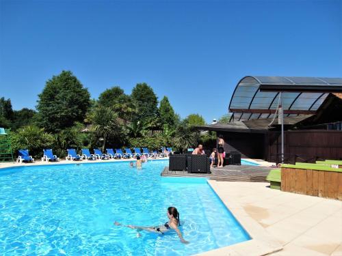 Camping Sunissim Le Sen Yan ***** By Locatour : Guest accommodation near Morcenx