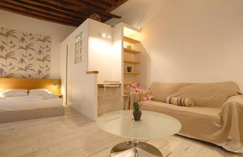 Apartments Paris Centre - At Home Hotel Bretagne : Apartment near Paris 3e Arrondissement