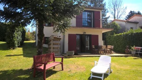 Holiday House Dordogne/Charentes : Guest accommodation near Montembœuf