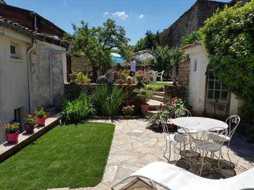 TOURNUS Belle maison vue sur Saône : Guest accommodation near Burgy
