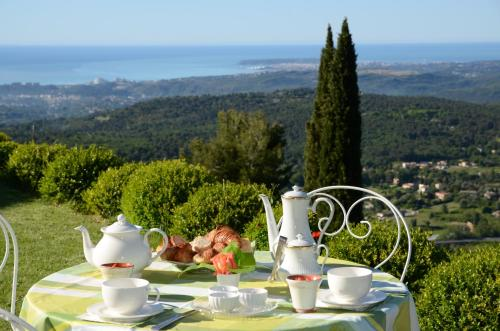 La Bastide des Pins : Bed and Breakfast near Coursegoules