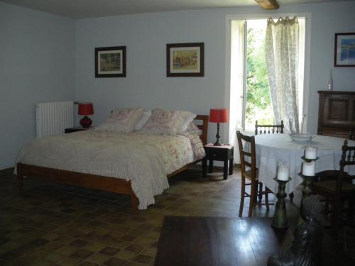 La Metairie du Pont : Bed and Breakfast near Saint-Juire-Champgillon