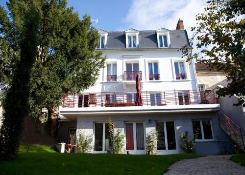 Le Jardin des Toiles : Guest accommodation near Sagy
