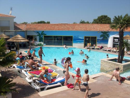 Camping Sunissim Oleron Loisirs By Locatour : Guest accommodation near Saint-Pierre-d'Oléron