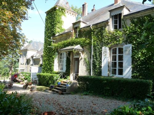 Villa Le Paradis : Guest accommodation near Thevet-Saint-Julien