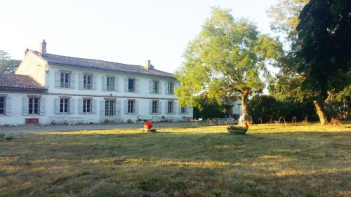 Domaine de Sandreau : Bed and Breakfast near Lias