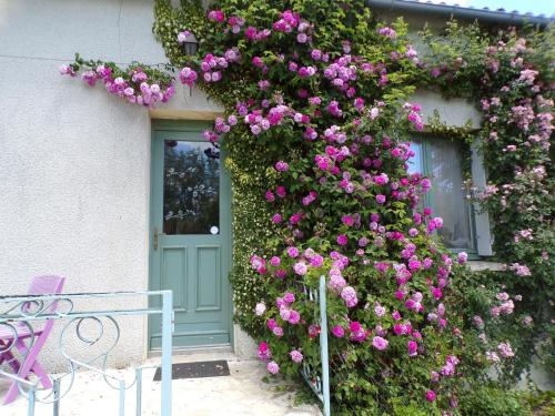 Holiday home Lieu Dit La Fontaine : Guest accommodation near Bonnes