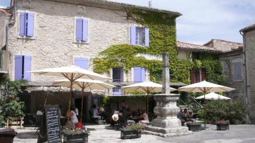 L'auberge des Marronniers : Hotel near Lussan