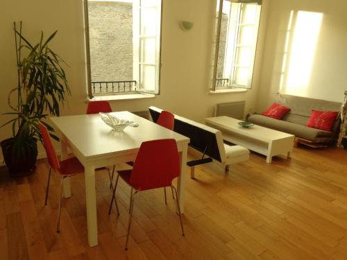 Rue Albert Tomey : Apartment near Pennautier