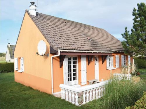 Three-Bedroom Holiday Home in Creances : Guest accommodation near Pirou