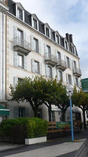 hotel de la poste et europe : Hotel near Chastreix