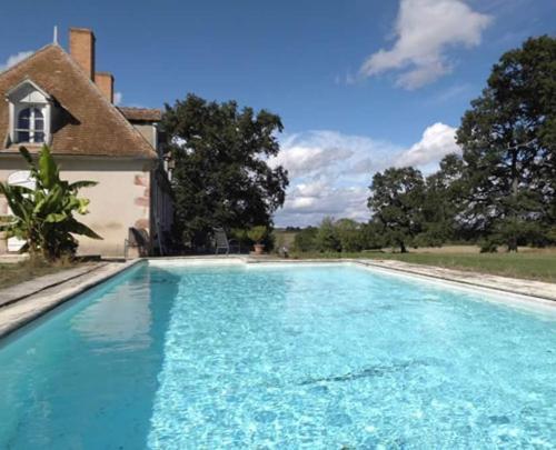 Domaine de Feuilloux : Guest accommodation near Saint-Christophe-le-Chaudry