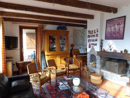 Chalet 300m2 : Guest accommodation near Puy-Sanières