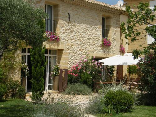 Chambres d'Hôtes La Maison de Léonie : Bed and Breakfast near Collias